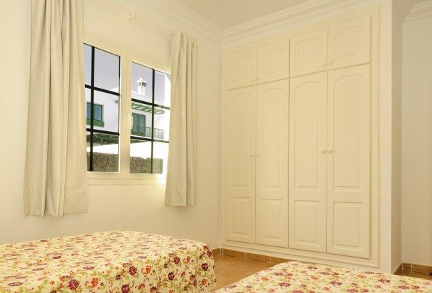 LZ 144288-30 Schlafzimmer mit Schrankraum