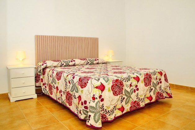 LZ 144288-30 Schlafzimmer mit Doppelbett