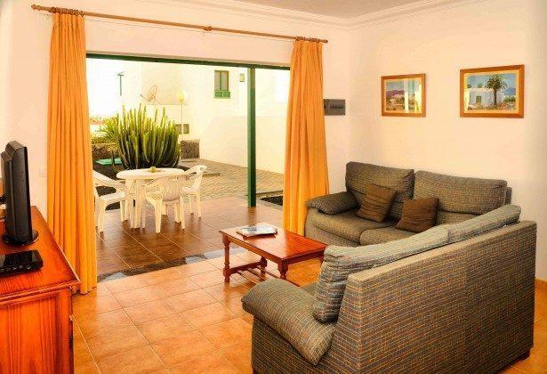 LZ 144288-31 Wohnbeispiel Wohnzimmer mit Zugang zur Terrasse