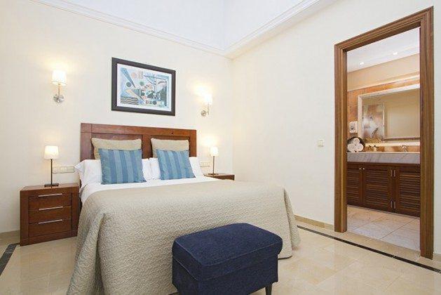 LZ 149119 Wohnbeispiel Schlafzimmer im Obergeschoss mit Bad en suite
