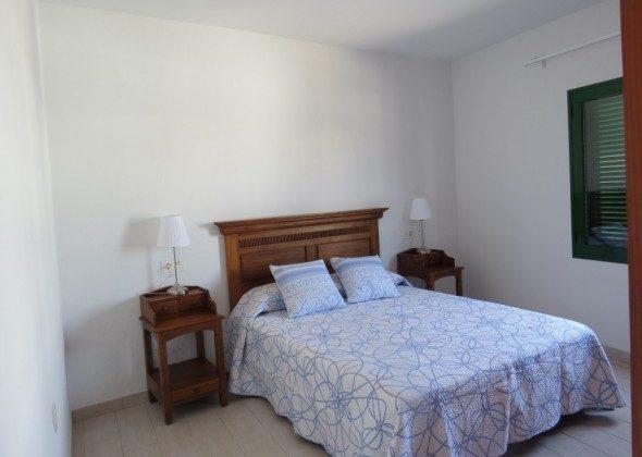 LZ 169285-10 Doppelbett im Schlafzimmer ca. 1,60 m breit