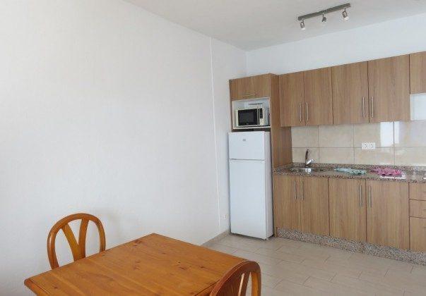 LZ 169285-10 Küchenzeile und Esstisch