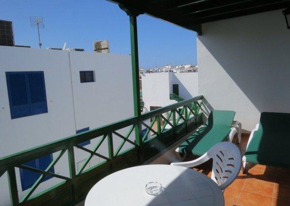 LZ 169285-10 Terrasse mit Gartenmöbeln