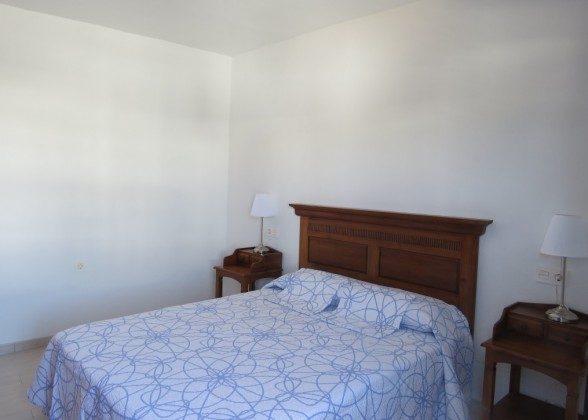 LZ 210769-10 Schlafzimmer mit Doppelbett