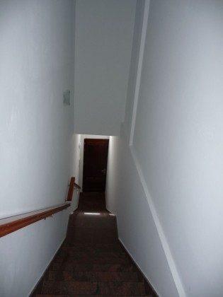 LZ 169285-12 Blick von der Wohnung zur Eingangstür des Hauses