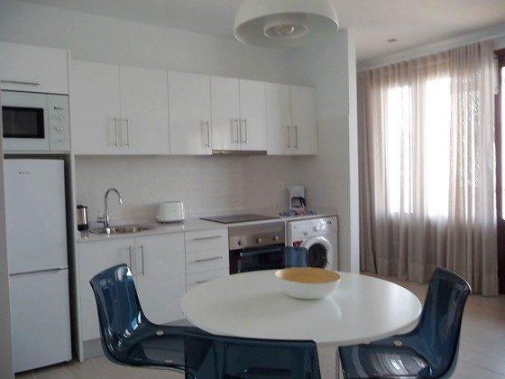 LZ 210769-12 gut ausgestattete Küchenzeile und Esstisch