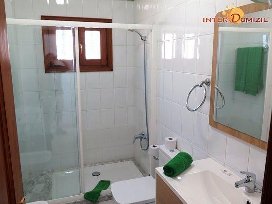 Wohnbeispiel Badezimmer mit großer Duschkabine