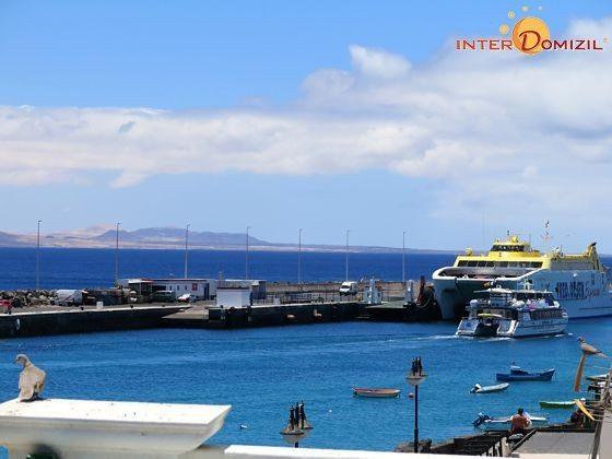 Blick zum Hafen von Playa Blanca