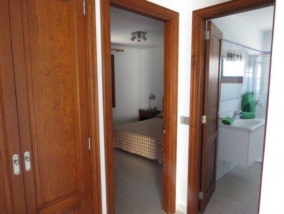 LZ 210769-2 Blick auf Schlafzimmer und Bad