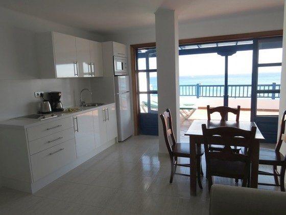 LZ 210769-2 Wohn-/Essraum mit Küchenzeile und Zugang zur Terrasse