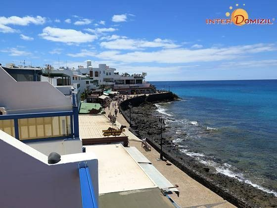 Ausblick auf das Meer und die Promenade