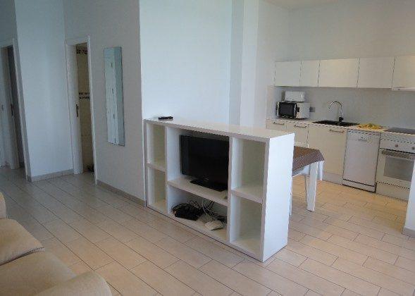 Wohnbeispiel Wohn-/Essraum mit Küchenzeile (Izquierda)