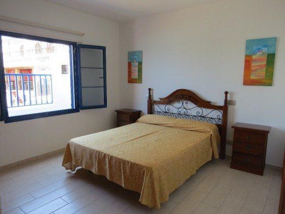LZ 210769-5 Schlafzimmer mit Doppelbett