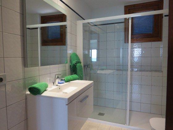 Badezimmer mit gro�er Duschkabine