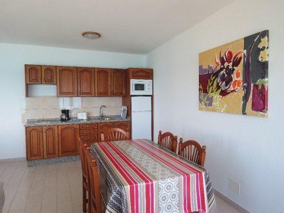 LZ 210769-5 Esstisch und Küchenzeile