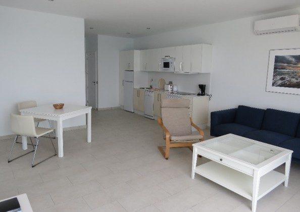 LZ 210769-6 Küchenzeile und Esstisch