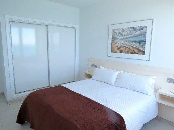 LZ 169285-6 Wohnbeispiel Schlafzimmer mit Doppelbett und Einbauschrank
