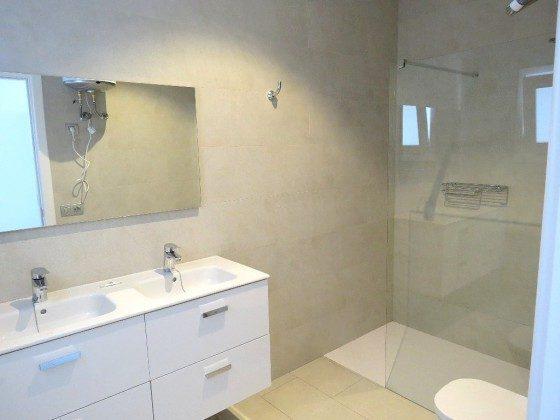 LZ 169285-6 Wohnbeispiel Duschbad mit großer Duschkabine