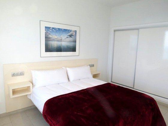LZ 210769-6 Wohnbeispiel Schlafzimmer mit Doppelbett und Einbauschrank