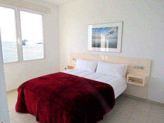 Wohnbeispiel LZ 169285-6 Schlafzimmer mit Doppelbett