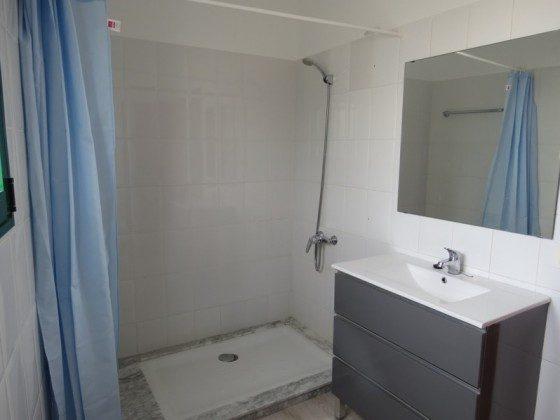 LZ 169285-7 Wohnbeispiel Bad mit großer Dusche Apt. 7