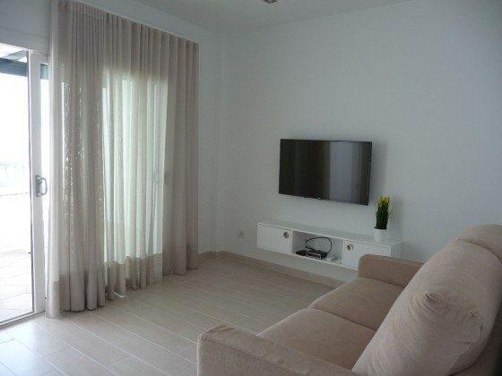 LZ 169285-8 Wohnbeispiel Wohnzimmer mit Zugang zur Terrasse, Wohnung D