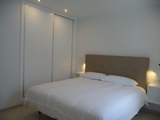 LZ 169285-8 Wohnbeispiel Schlafzimmer mit Doppelbett, Wohnung D