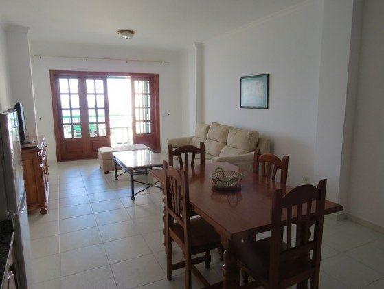 LZ 169295-9 Blick von der Küche Richtung Terrasse Wohnung A