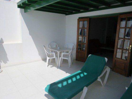 LZ 169285-9 Wohnung C Terrasse mit Sonnenliegen