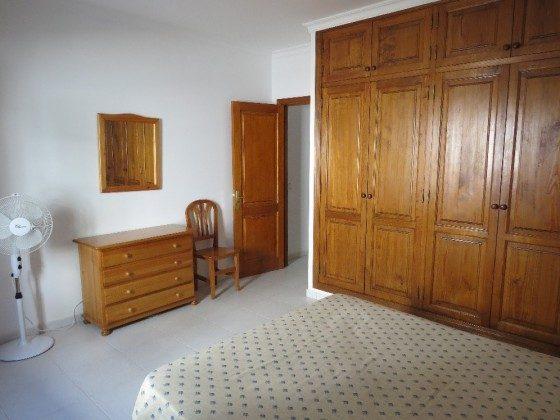 LZ 169295-9 Wohnung C Doppelbett und Schrank
