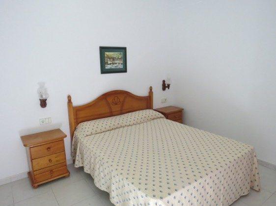 LZ 169285-9 Schlafzimmer mit Doppelbett Wohnung A