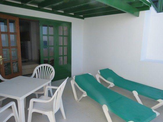 LZ 169285-9 Gartenmöbel auf der Terrasse Wohnung A