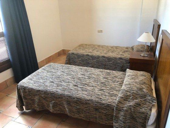 LZ 210739-1 Schlafzimmer mit Einzelbetten