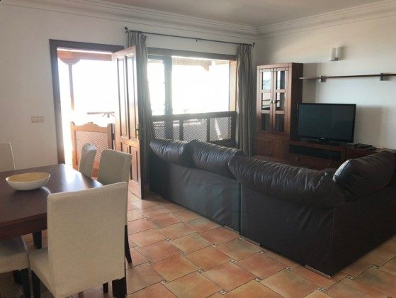 LZ 210739-1 Wohnbereich mit Zugang zur Terrasse