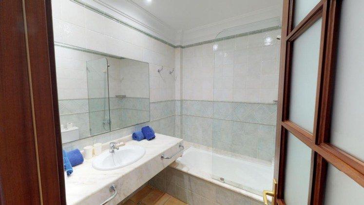 LZ 210739-3 Badezimmer mit Wanne
