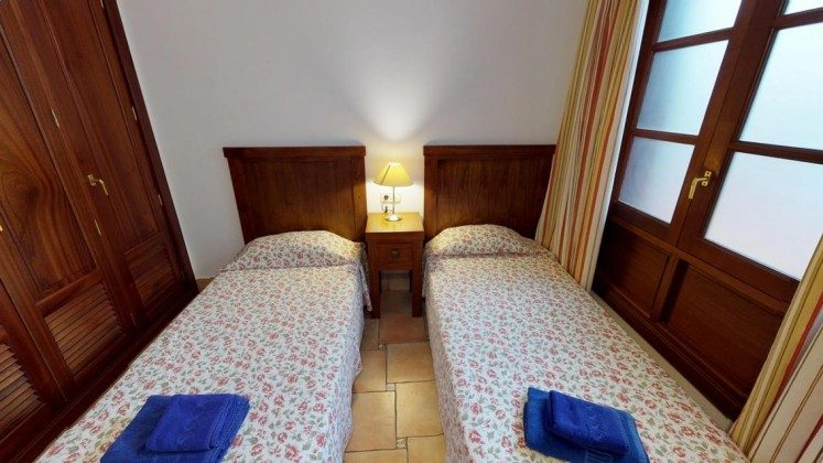 LZ 210739-3 Schlafzimmer mit Einzelbetten