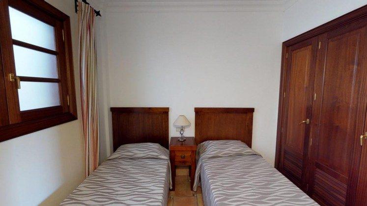 LZ 210739-3 Schlafzimmer mit zwei Einzelbetten