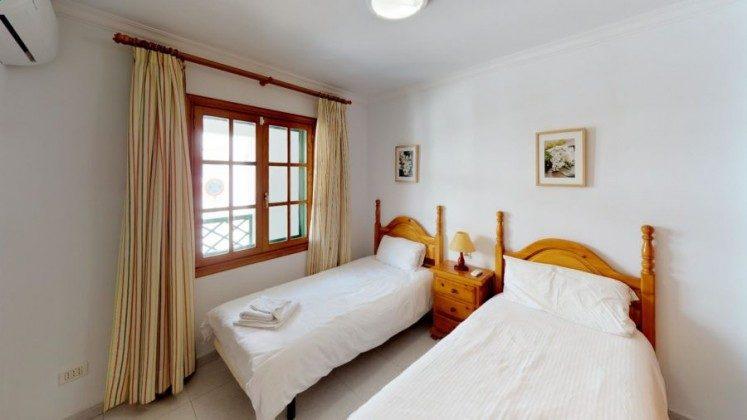 LZ 210769-13 Schlafzimmer mit zwei Einzelbetten