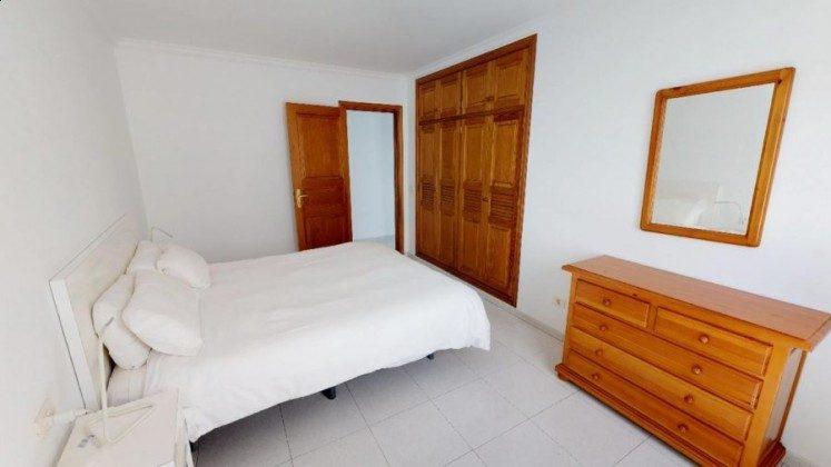 LZ 210769-4 Schlafzimmer mit Doppelbett