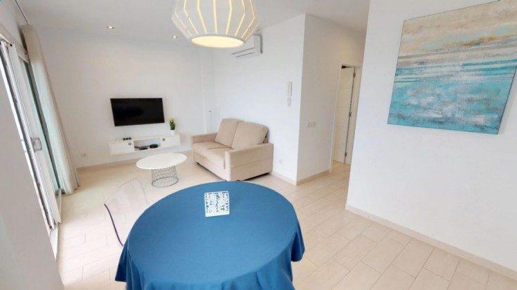 LZ 210770-8 Wohnbeispiel Wohnzimmer mit Zugang zur Terrasse