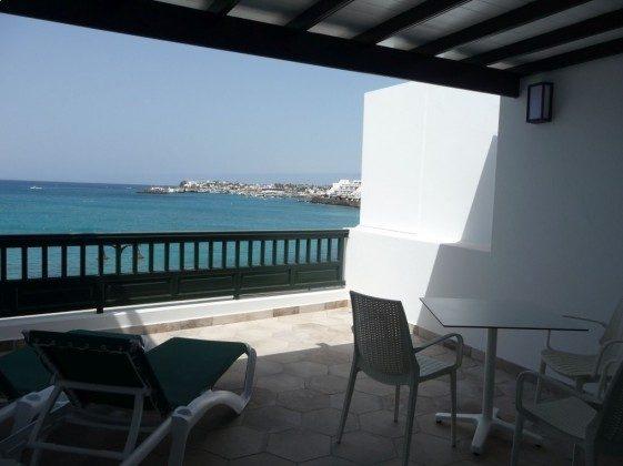 LZ 210770-9 Wohnbeispiel möblierte Terrasse mit Meerblick