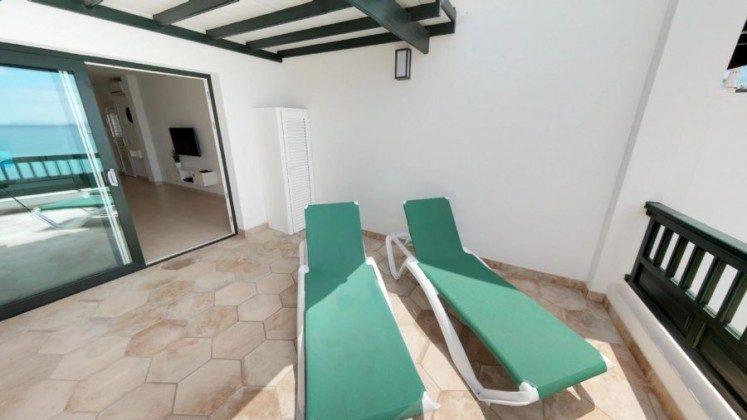 LZ 210770-9 Wohnbeispiel Terrasse mit Sonnenliegen