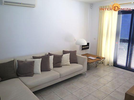 Wohnzimmer mit Musikanlage