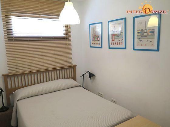 drittes Schlafzimmer mit schmalem Doppelbett