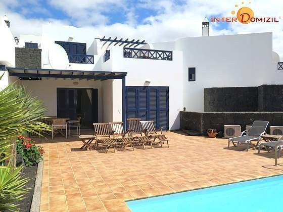 Außenansicht Villa mit Pool