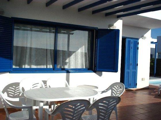 Gartenmöbel auf der Terrasse