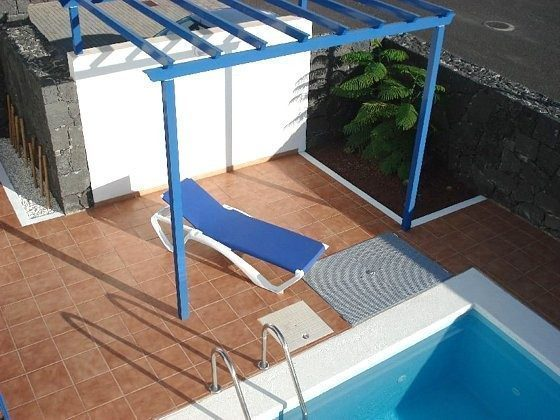 Blick von der oberen Terrasse zum Pool