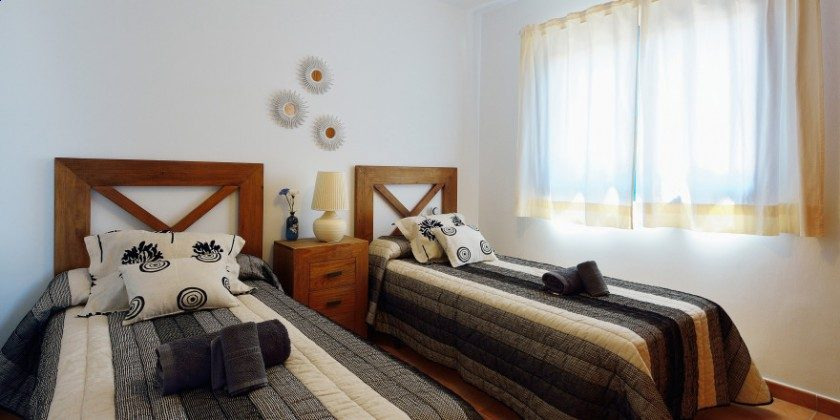 LZ 61383-14 weiterer Schlafraum mit Einzelbetten