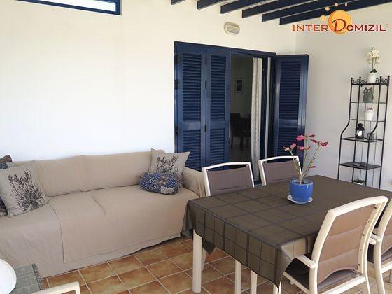 verglaster Bereich und Eingang zum Wohnbereich