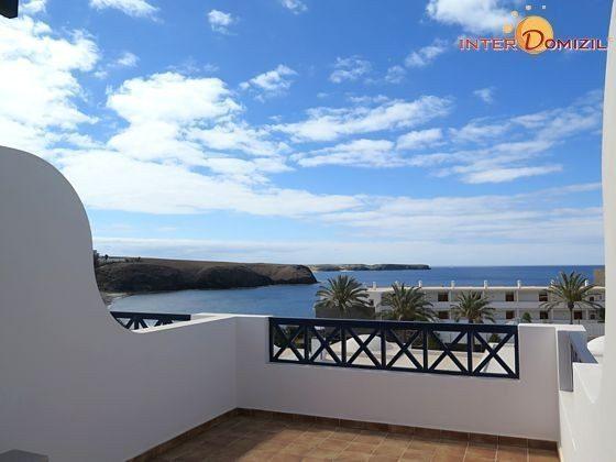 eine der oberen Terrasse mit Blick auf das Meer und die Playa Papagayo